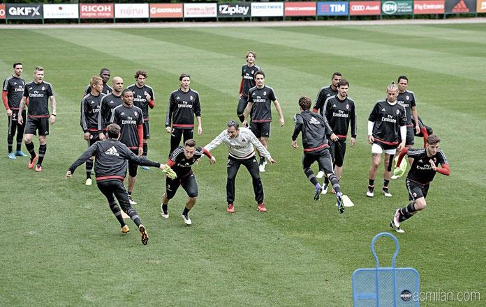 The squad in training thsi week (@acmilan.com)