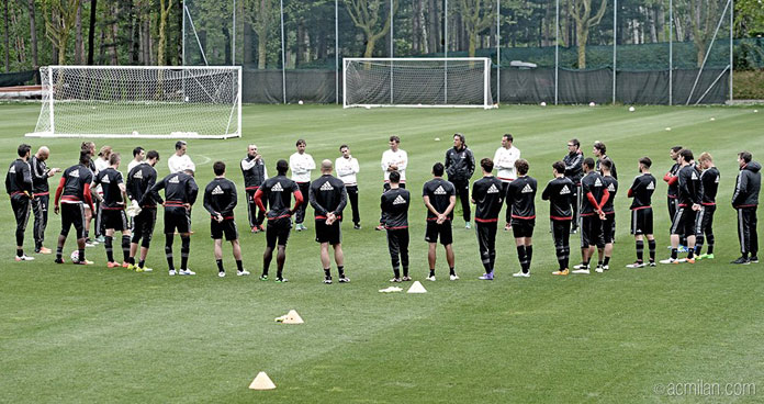 The squad in training this week (@acmilan.com)