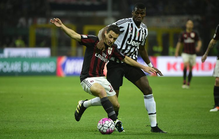 Bonaventura and Pogba during Milan-Juventus on April 9, 2016 at San Siro. (OLIVIER MORIN/AFP/Getty Images)