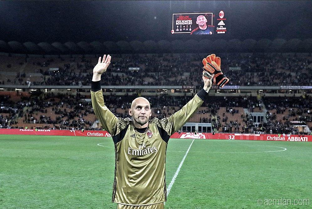 Christian Abbiati waves goodbye to the crowd at San Siro on his farewell night (@acmilan.com)