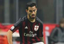 Jesus Joaquin Fernandez Saenz Suso of AC Milan in action during the TIM Cup match between AC Milan and FC Crotone at Stadio Giuseppe Meazza on December 1, 2015 in Milan, Italy. (Photo by Marco Luzzani/Getty Images)