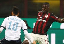 Cristian Zapata (R) of AC Milan is challenged by Felipe Anderson (L) of SS Lazio during the Serie A match between AC Milan and SS Lazio at Stadio Giuseppe Meazza on March 20, 2016 in Milan, Italy. (Photo by Marco Luzzani/Getty Images)