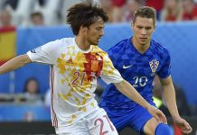 Spain's midfielder David Silva (L) controls the ball as he is marked by Croatia's forward Marko Pjaca during the Euro 2016 group D football match between Croatia and Spain at the Matmut Atlantique stadium in Bordeaux on June 21, 2016. / AFP / LOIC VENANCE (Photo credit should read LOIC VENANCE/AFP/Getty Images)