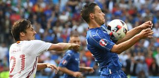 Spain's midfielder David Silva (L) vies for the ball against Italy's defender Mattia De Sciglio during Euro 2016 round of 16 football match between Italy and Spain at the Stade de France stadium in Saint-Denis, near Paris, on June 27, 2016. / AFP / Francisco LEONG (Photo credit should read FRANCISCO LEONG/AFP/Getty Images)