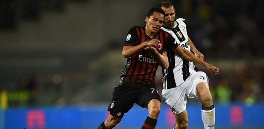 AC Milan's forward from Colombia Carlos Bacca (L) fights for the ball with Juventus' defender from Italy Giorgio Chiellini during the Italian Tim Cup final football match AC Milan vs Juventus on May 21, 2016 at the Olympic Stadium in Rome. AFP PHOTO / FILIPPO MONTEFORTE / AFP / FILIPPO MONTEFORTE (Photo credit should read FILIPPO MONTEFORTE/AFP/Getty Images)