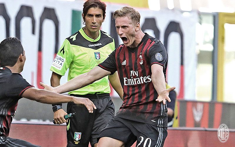 Ignazio Abate and Carlos Bacca celebrating during Milan-Torino on August 21st 2016 at Stadio San Siro (@acmilan.com)