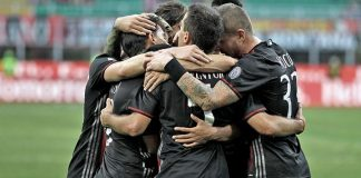 The team celebrates during Milan-Torino on August 21st 2016 at Stadio San Siro (@acmilan.com)