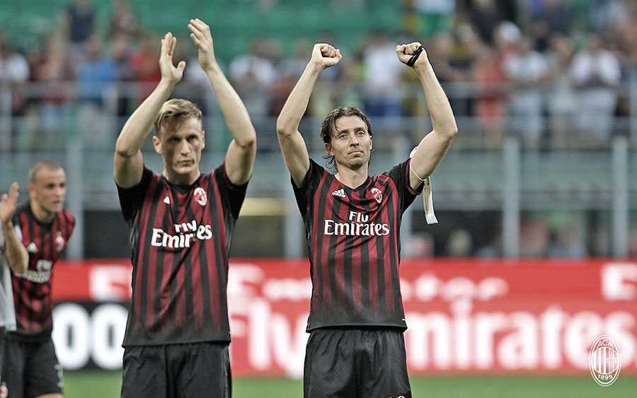 Ignazio Abate and Riccardo Montolivo at the end of Milan 3-2 Torino on the 21st of August 2016 at Stadio San Siro (@acmilan.com)
