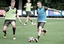 Jose Sosa in action during training at Milanello (@acmilan.com)
