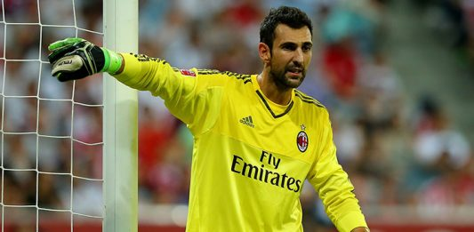 Diego Lopez, goalkeeper of AC Milan gestures during the Audi Cup 2015 match between FC Bayern Muenchen and AC Milan at Allianz Arena on August 4, 2015 in Munich, Germany. (Photo by Martin Rose/Bongarts/Getty