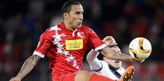 Sion's Swiss defender Leo Lacroix (L) controls the ball next to Bordeaux's French forward Enzo Crivelli during the UEFA Europa League group B football match between FC Sion and FC Girondins de Bordeaux at the Tourbillon stadium in Sion on November 5, 2015. AFP PHOTO / FABRICE COFFRINI (Photo credit should read FABRICE COFFRINI/AFP/Getty Images)