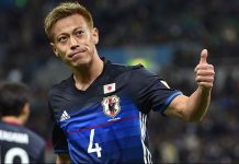 Japan's midfielder Keisuke Honda acknowledges to cheering fans following his goal against Syria during the 2018 World Cup qualifier Asian second-round Group E football match between Japan and Syria in Saitama on March 29, 2016. / AFP / JIJI PRESS / JIJI PRESS / Japan OUT (Photo credit should read JIJI PRESS/AFP/Getty Images)