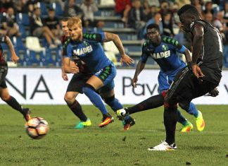 M' Baye Niang of AC Milan scores his goal from the penalty spot during the TIM Preseason Tournament at Mapei Stadium - Citta' del Tricolore on August 10, 2016 in Reggio nell'Emilia, Italy (Photo by Marco Luzzani/Getty Images)