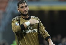 Gianluigi Donnarumma of AC Milan salutes the crowd at the end of the Serie A match between AC Milan and FC Torino at Stadio Giuseppe Meazza on August 21, 2016 in Milan, Italy. (Photo by Marco Luzzani/Getty Images)