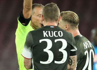 Milan's Slovakian midfielder Juraj Kucka receives a red card during the Italian Serie A football match SSC Napoli versus AC Milan on August 27, 2016 at the San Paolo stadium in Naples. / AFP / CARLO HERMANN (Photo credit should read CARLO HERMANN/AFP/Getty Images)