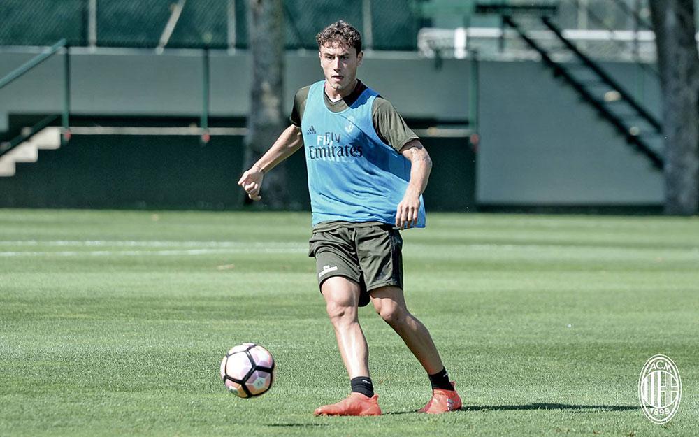 Davide Calabria during training (@acmilan.com)