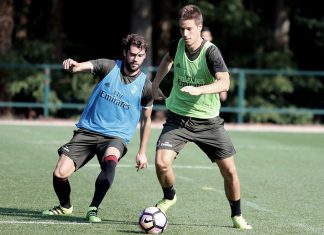 Andrea Poli and Mario Pasalic in action during training (@acmilan.com)