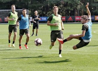 Manuel Locatelli, Mario Pasalic, M'Baye Niang, Gianluca Lapadula and Rodrigo Ely in training (@acmilan.com)