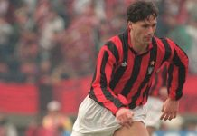 Marco Van Basten dribbles upfield, 09 December 1990 in Tokyo, during the Toyota Cup final between the European champion, Milan, and the South American champion, Olimpia. (Photo credit should read TOSHIFUMI KITAMURA/AFP/Getty Images)