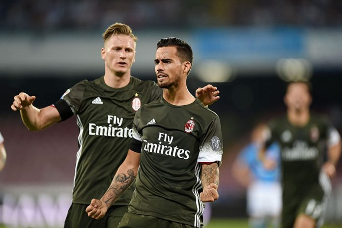 Suso and Ignazio Abate of AC Milan celebrate a goal 2-2 scored by Suso during the Serie A match between SSC Napoli and AC Milan at Stadio San Paolo on August 27, 2016 in Naples, Italy. (Photo by Francesco Pecoraro/Getty Images)