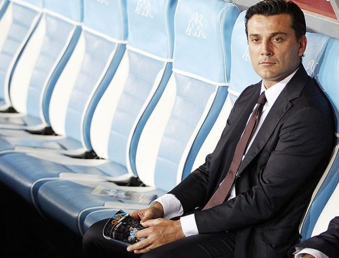 AC Milan coach Vincenzo Montella looks prior the Serie A match between SSC Napoli and AC Milan at Stadio San Paolo on August 27, 2016 in Naples, Italy. (Photo by Francesco Pecoraro/Getty Images)