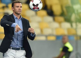 Ukraines head coach Andriy Shevchenko throws the ball during the World Cup 2018 qualifying football match between Ukraine and Iceland at Olimpiyskiy stadium in Kiev on September 5, 2016. / AFP / SERGEI SUPINSKY (Photo credit should read SERGEI SUPINSKY/AFP/Getty Images)