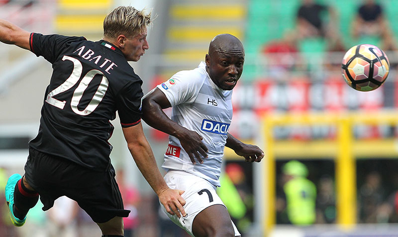 Pablo Armero (R) of Udinese Calcio competes for the ball with Ignazio Abate (L) of AC Milan during the Serie A match between AC Milan and Udinese Calcio at Stadio Giuseppe Meazza on September 11, 2016 in Milan, Italy. (Photo by Marco Luzzani/Getty Images)