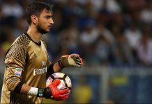 AC Milan's goalkeeper Gianluigi Donnarumma prepares to throw the ball during the Italian Serie A football match between Sampdoria and AC Milan on September 16, 2016 at 'Luigi Ferraris Stadium' in Genoa. / AFP / MARCO BERTORELLO (Photo credit should read MARCO BERTORELLO/AFP/Getty Images)