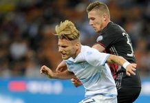 Ciro Immobile of SS Lazio battles for the ball with Juraj Kucka of AC Milan during the Serie A match between AC Milan and SS Lazio at Stadio Giuseppe Meazza on September 20, 2016 in Milan, Italy. (Photo by Getty Images/Getty Images)