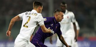 Andrea De Ciglio of ACF Fiorentina fights for the ball with Federico Bernardeschi of AC Milan during the Serie A match between ACF Fiorentina and AC Milan at Stadio Artemio Franchi on September 25, 2016 in Florence, Italy. (Photo by Gabriele Maltinti/Getty Images)
