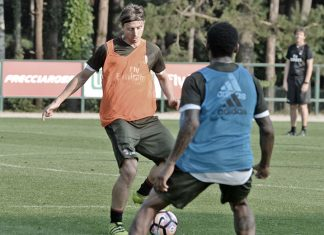 Riccardo Montolivo during training in Milanello (@acmilan.com)
