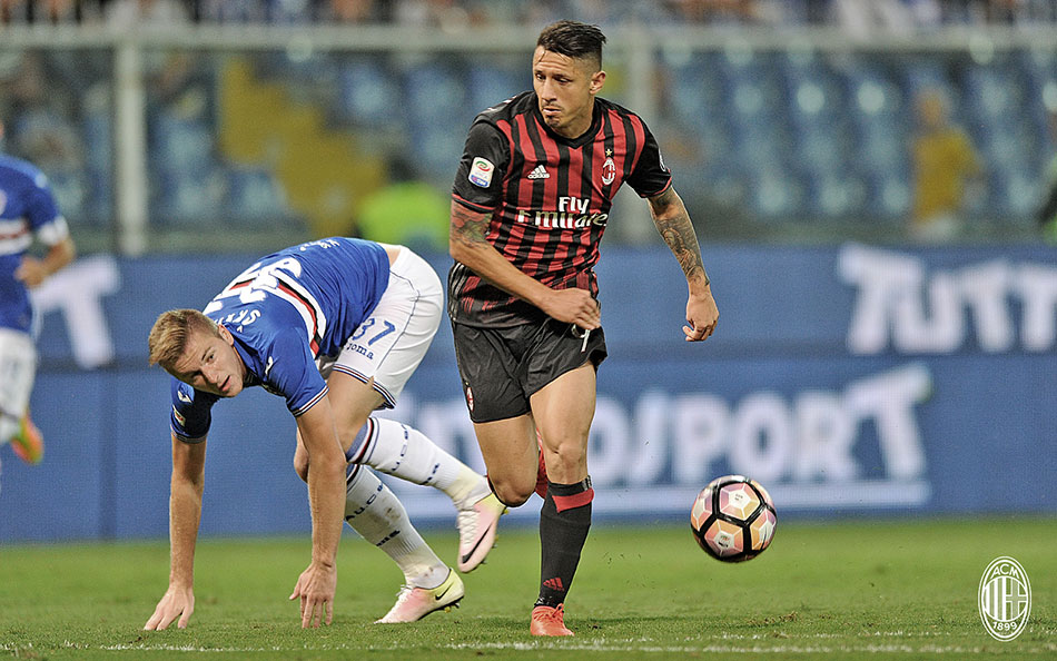 Gianluca Lapadula and Milan Škriniar during the match against Sampdoria on the 16th of September 2016 at Stadio Luigi Ferraris (@acmilan.com)