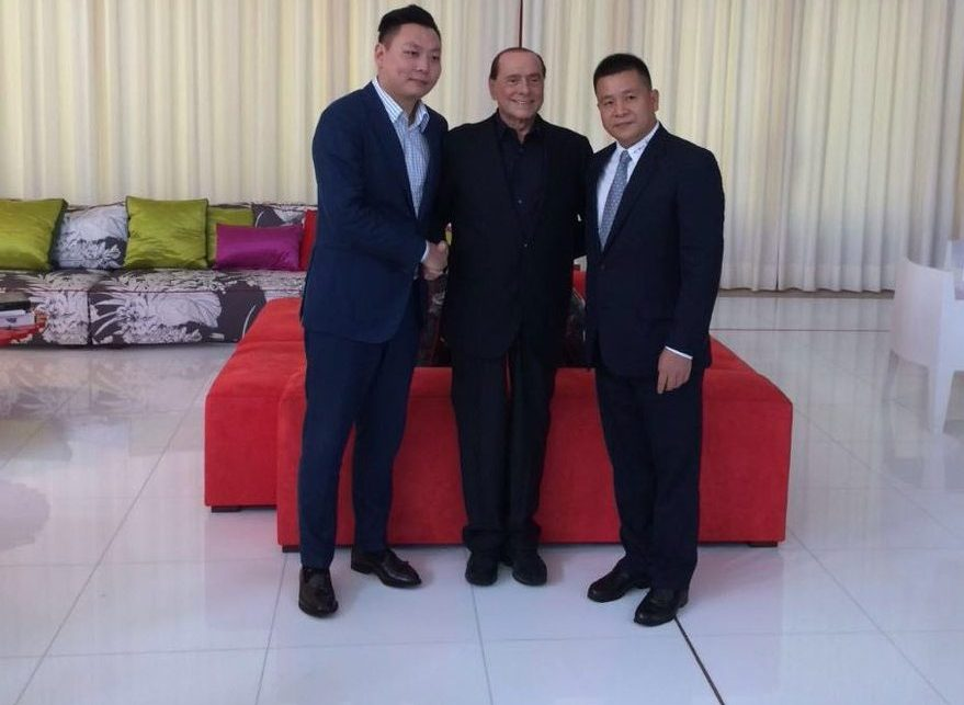 Silvio Berlusconi with Han Li (left) and Yonghong Li (right)