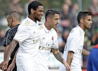 Luiz Adriano, Gianluca Lapadula and Suso celebrating against FC Chiasso at Stadio comunale Riva IV on the 8th of October 2016 (@acmilan.com)