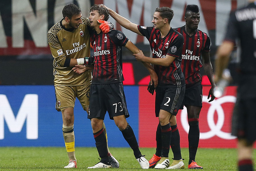 Gianluigi Donnarumma, Manuel Locatelli, Mattia De Sciglio and M'Baye Niang celebrating Locatelli's goal during Milan-Sassuolo on October 2, 2016 at Stadio San Siro (MARCO BERTORELLO/AFP/Getty Images)