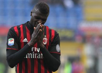 Niang of AC Milan reacts to a missed chance during the Serie A match between AC Milan and Pescara Calcio at Stadio Giuseppe Meazza on October 30, 2016 in Milan, Italy. (Photo by Marco Luzzani/Getty Images)