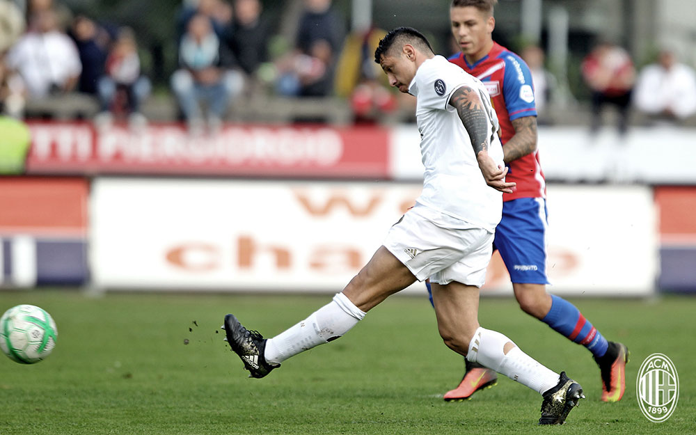 Gianluca Lapadula during Chiasso-Milan FC Chiasso at Stadio comunale Riva IV on the 8th of October 2016 (@acmilan.com)