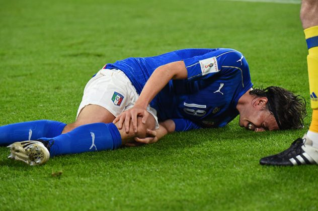 Montolivo reacts after an injury during the WC 2018 football qualification match between Italy and Spain on October 6, 2016 at the Juventus stadium in Turin (GIUSEPPE CACACE/AFP/Getty Images)