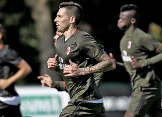 Jose Sosa and others in training (@acmilan.com)