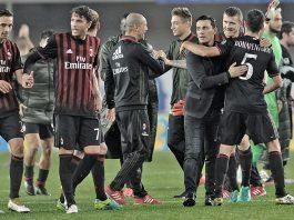 Montella celebrating with the team at the end of Chievo-Milan on the 16th of October 2016 at Stadio Marc'Antonio Bentegodi (@acmilan.com)