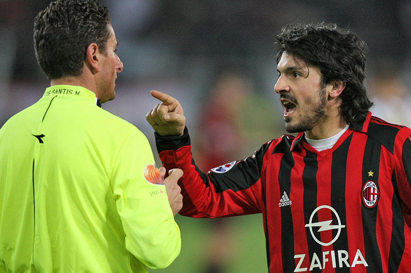 Gattuso argue with referee Massimo De Santis after getting a red card during his serie A football match against Juventus, 12 March 2006 at Delle Alpi stadium in Turin. AFP PHOTO GIUSEPPE CACACE (Photo credit should read GIUSEPPE CACACE/AFP/Getty Images)