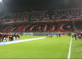 Milan fans show before Milan-Juventus at Stadio San Siro on the 22nd of October 2016. (Photo by Marco Luzzani/Getty Images)