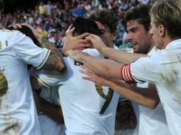 Milan celebrate Gianluca Lapadula's winning goal during Palermo-Milan on the 6th of November 2016 at Stadio Renzo Barbera (STR/AFP/Getty Images)