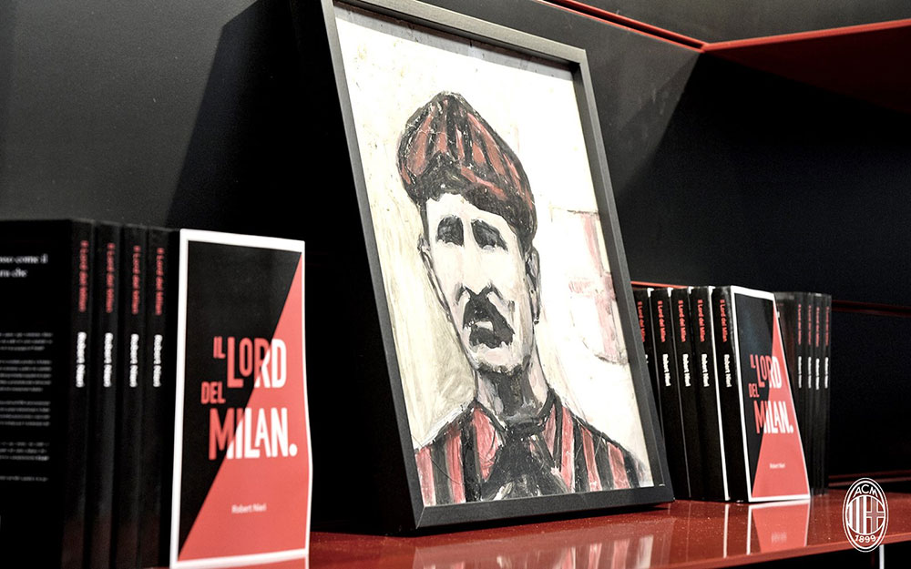 A drawing of Herbert Kilpin between copies of 'il Lord del Milan' at Casa Mlan on the 20th of October 2016 (@acmilan.com)