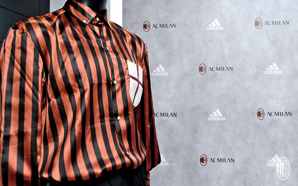 A replica of the shirt worn by Herbert Kilpin at Casa Milan on the 20th of October 2016 (@acmilan.com)