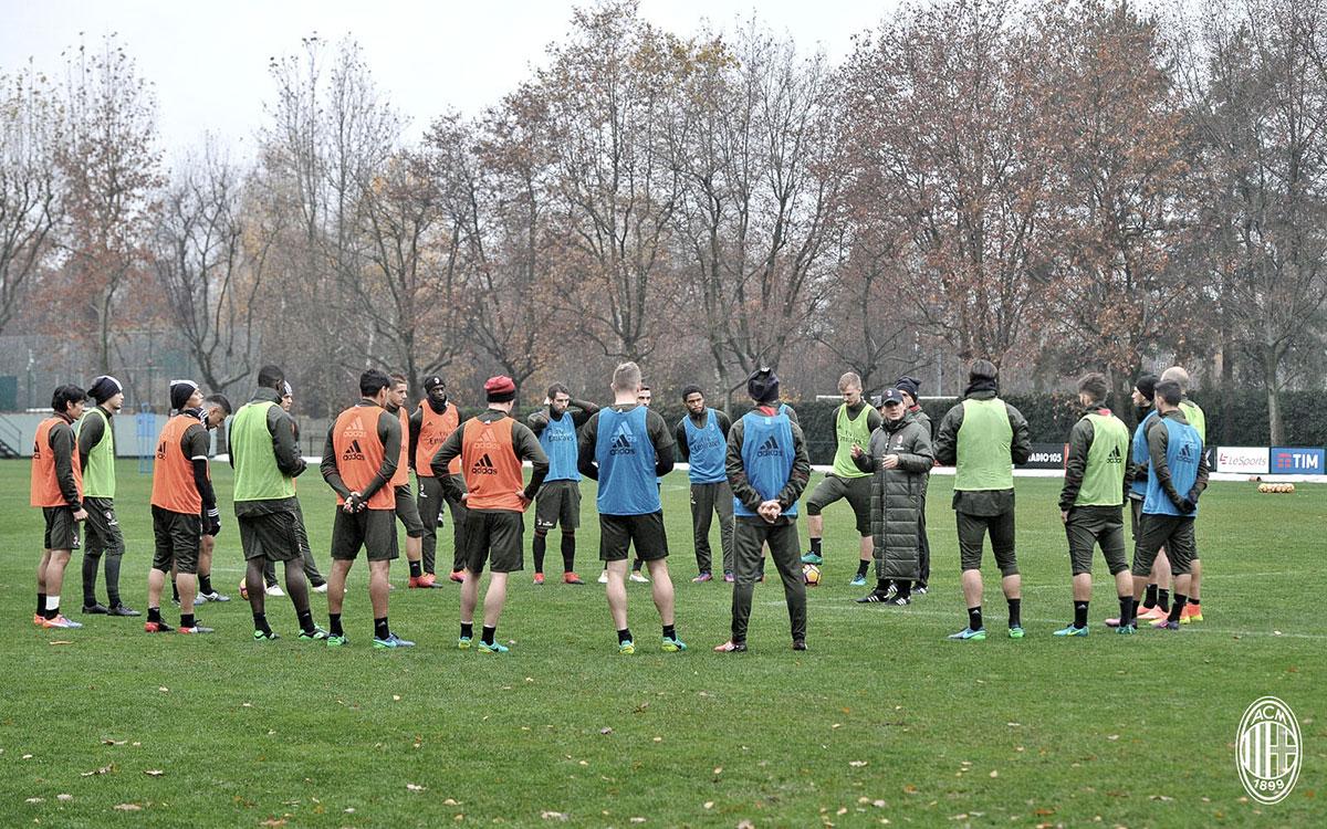 The squad in training at Milanello (@acmilan.com)