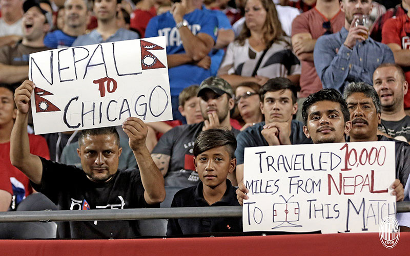 Milan fans during Bayern Munich-Milan on July 28th in Chicago (@acmilan.com)