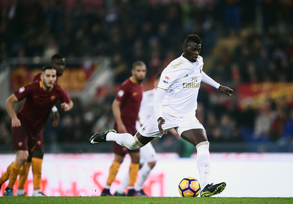 M'Baye Niang missing a penalty during Roma-Milan at Stadio Olimpico on the 12th of December 2016. (FILIPPO MONTEFORTE/AFP/Getty Images)