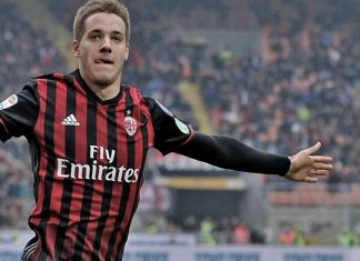 Mario Pasalic celebrating during Milan-Crotone at Stadio San Siro on the 4th of December 2016 (@acmilan.com)