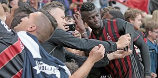 Milan fans taking a picture with M'Baye Niang at the end of Bournemouth-Milan on the 3rd of September 2016 at the Vitality Stadium (@acmilan.com)